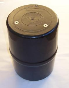 Bear_resistant_food_storage_canister_1